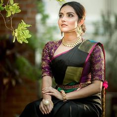 5 Cool Blouse Designs That Everyone is Wearing in 2019 Silk Saree Blouse Designs, Fancy Blouse Designs, Bridal Blouse Designs, Blouse Neck Designs, Blouse Patterns, Traditional Blouse Designs, Stylish Blouse Design, Blouse Models, Up Book