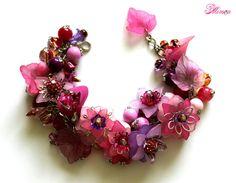 Fuchsia Armband klobige Blumen-Armband von MimosaMilenaDobreva