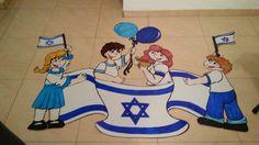 לוח תוכן יום העצמאות Hebrew School, Kindergarten Graduation, Donald Duck, Disney Characters, Fictional Characters, Arts And Crafts, Family Guy, Blue And White, Classroom