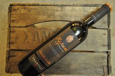 Emballage pour le vin Rapsani Reserve de Tsantali en Grèce.