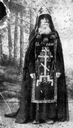 tumblr_m0a36xHZWR1rntu2co1_500.jpg (399×700) Russian orthodox monk... makes badass wizard