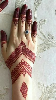 simple henna designs look better when smaller in size. These tattoos look best when placed on the hands. The ancient art of henna tattoo has gone mainstream. Finger Henna Designs, Mehndi Designs 2018, Mehndi Designs For Girls, Mehndi Designs For Beginners, Modern Mehndi Designs, Bridal Henna Designs, Mehndi Design Pictures, Dulhan Mehndi Designs, Mehndi Designs For Fingers
