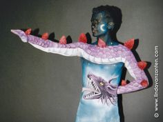 Bodypainting / bodypaint af a flying dragon