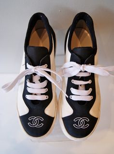 Vintage Chanel Ladies Sneakers Tennis Shoes Black and White Authentic Logo  Size 8 080e72fcc2f