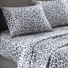 Soft snow leopard bed sheets :) these look so comfy