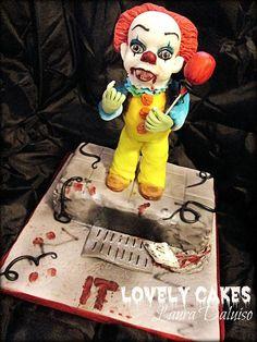 """Laura Daluiso: Il mio lavoro per Halloween.... Ho preso ispirazione dal Film che mi ha letteralmente sconvolto l'infanzia ...si è proprio lui ...l'incubo della nostra generazione....^^ Riprodotto secondo il mio stile ..... vi presento """" IT IL PAGLIACCIO """" .... Ora lo volete un palloncino colorato ????????? ;D #halloween"""