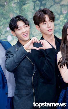 [HD포토] 남주혁-지수 누나팬들 심장 폭행하는 훈훈한 하트  #topstarnews