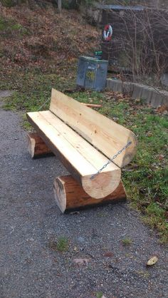Wooden sofa--by a firepit? Natural Outdoor Furniture, Rustic Log Furniture, Twig Furniture, Wooden Pallet Furniture, Garden Furniture, Wooden Sofa, Woodworking Projects Diy, Diy Wood Projects, Outdoor Projects