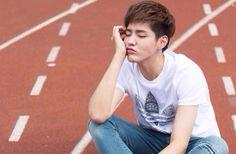 Les tags les plus populaires pour cette image incluent : kris, yifan, exo, wu yi fan et wuyifan