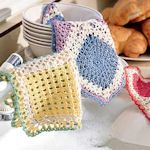 Make useful dishcloths for your kitchen or bathroom using these free crochet dishcloth patterns. This basic crochet project is a great stashbuster. - Page 1 Crochet Potholders, Crochet Motifs, Crochet Home, Knit Or Crochet, Crochet Crafts, Yarn Crafts, Crochet Projects, Free Crochet, Sewing Crafts