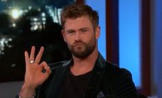 These pictures of Chris Hemsworth going 👌 constantly make my day Avengers Memes, Marvel Memes, Marvel Funny, Marvel Dc, Snowwhite And The Huntsman, Dankest Memes, Funny Memes, Whatsapp Text, Chris Hemsworth Thor