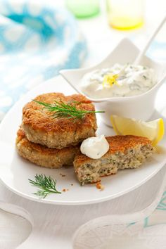 The calories in crab cakes will vary depending on preparation. If you want low-calorie crab cakes, make them yourself instead of ordering them from a restaurant. Stick to one or two crab cakes to keep calories under control. Cod Recipes, Fodmap Recipes, Fish Recipes, Seafood Recipes, Cooking Recipes, Cod Fish Cakes, Cod Cakes, Fish Dishes, Seafood Dishes