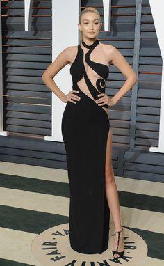 Gigi Hadid en Atelier Versace au Vanity Fair Oscar Party 2015