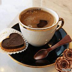 Lots Of Coffee Facts Tips And Tricks 5 – Coffee Coffee Music, Coffee And Books, I Love Coffee, Coffee Break, Turkish Coffee Cups, Turkish Tea, Chocolate Shop, Chocolate Coffee, Lavazza Coffee Beans