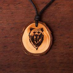 Bär - Ketten Holzschmuck aus Naturholz / Anhänger Abs, Pendant Necklace, Vegan, Christmas Ornaments, Holiday Decor, Jewelry, Wood, The Creation, Blue Prints