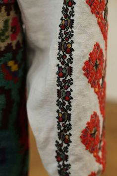 Folk Costume, Costumes, Folk Embroidery, Traditional Outfits, Floral Tie, Diy And Crafts, Cross Stitch, Style, Fashion