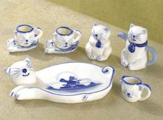 Collectible+Miniature+glass+tea+sets | mini cat tea set cats are the focal point of a miniature tea party set ...