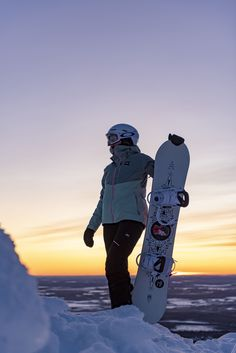 Weekendbee - Online store for sustainable sportswear Snowboarding, Skiing, Sustainable Clothing Brands, Lifelong Friends, Outdoor Brands, Go Outdoors, Freedom Of Movement, Outdoor Outfit, Clothing Company