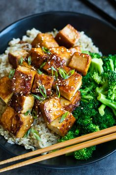 This Honey Garlic Tofu recipe is a great way to jazz up tofu! Skip take-out and pair it with crisp broccoli and fluffy brown rice for a tasty tofu bowl! Vegetarian Recipes, Cooking Recipes, Healthy Recipes, Easy Tofu Recipes, Passover Recipes, Cooking Tips, Chicken Recipes, Honey Garlic Sauce, Rice Recipes For Dinner