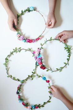 45 Fun DIY Summer Vacation Crafts for Kids – Hair Accessories Diy 2020 Crown Crafts, Diy Crown, Baby Flower Crown, Floral Crown, Flower Crowns, Simple Flower Crown Diy, Flower Hair, Diy Headband, Floral Headbands