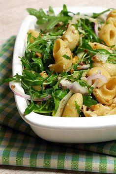 Winterlicher Nudelsalat mit Walnüssen, Rucola und Birnen. Ein außergewöhnlicher Nudelsalat, der richtig lecker schmeckt! Gaumenfreundin Foodblog #nudelsalat #herbstrezepte #birnen #ruccola #pasta #nudeln
