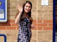 Celebrity gossip, celebrity bios, celebrity pictures and videos. Get your daily dose of celebrity gossip and entertainment news. Kate Middleton Kids, Celebrity Gossip, Celebrity Style, Pregnancy Progression, Pregnancy Cravings, Prince William And Kate, Princess Kate, Maternity Fashion, Maternity Style
