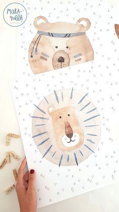 En este set de animales apostamos por los colores neutros que están tanto de moda para la habitación infantil, son todo un acierto al no competir con otros colores y permite que no demos protagonismo a un solo elemento o color de la habitación. Esta colección compuesta por un león, un oso indio y una jirafa tienen una preciosa gama de grises, beige, marrón y azul empolvado. Conjunto de ilustraciones en acuarela con diseño realizado por MARAQUELA WATERCOLOR