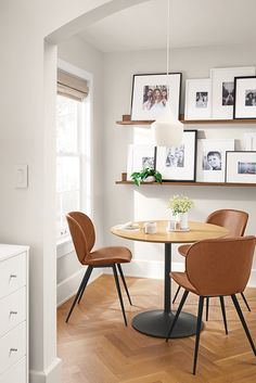 Room & Board - Gwen Chair in Synthetic Leather - Modern Dining Chairs - Modern Dining Room & Kitchen Furniture Modern Dining, Modern Dining Chairs, Apartment Dining, Apartment Dining Room, Dining Room Small, Modern Dining Table, Dining Room Wall Decor, Dining Room Design, Home Decor