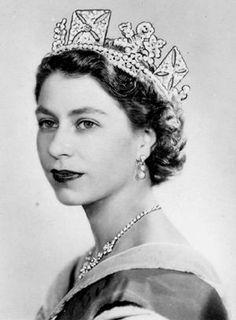 Queen Elizabeth II,wearing the British Royal ,King George IV Crown. Hm The Queen, Her Majesty The Queen, Queen Mary, Royal Jewels, Crown Jewels, Princesa Elizabeth, Palais De Buckingham, Young Queen Elizabeth, Eugenie Of York