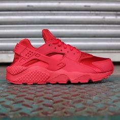 """Make your lady stand out. The Women's Nike Air Huarache Run PRM """"Gym Red"""" is available at kickbackzny.com."""