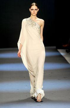 Fall 2011 New York Fashion Week: Naeem Khan Photo 1 Pretty Outfits, Beautiful Outfits, Modern Sari, Sari Dress, Luxury Dress, Bollywood Fashion, Indian Bollywood, Couture Fashion, Fashion Photo