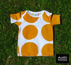 Remera en jersey de algodón estampa puntos. Talles 3 / 6 / 9 / 12 meses.