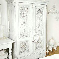 Oh this is such a fantastic  wardrobe  #decor #detail #haveyoubeenhetterleyed  #Repost @kunis_little_white_castle ・・・ www.kunislittlewhitecastle.blogspot.com