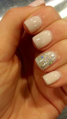 The advantage of the gel is that it allows you to enjoy your French manicure for a long time. There are four different ways to make a French manicure on gel nails. Get Nails, Fancy Nails, Love Nails, How To Do Nails, Pretty Nails, Hair And Nails, Nails 2018, Gel Nail Designs, Nails Design
