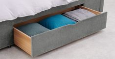 Cama King Size con cajones Skye, terciopelo gris claro   MADE.com Storage Drawers, Storage Chest, Camas King, Bed With Drawers, Soft Furnishings, King Size, Your Design, Your Style, Cushions