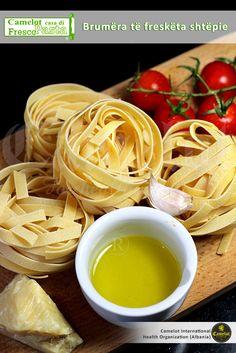 """Makaronabërës Imperial Tech - Bëni ndjenjat tuaja të arrijnë në maksimum duke krijuar shijet tuaja të shëndetit me pajisjen superbashkëkohore Camelot Casa di """"Frescopasta"""". Fresca, Spaghetti Noodles, Ethnic Recipes, Pasta, Food, Noodles, Meals, Yemek, Noodle"""