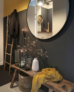 We gebruikten de kleuren India Yellow en off black van farrow and ball 🖤 House Inspiration, Cozy Interior, Living Room Interior, Interior, Entryway Decor, Home Decor, House Interior, Room, Home Deco