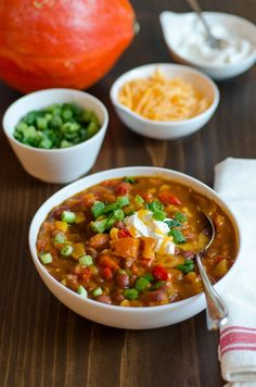 Guess whose making pumpkin chili this weekend? / Vegetarian Recipe: Pumpkin Chili — Recipes from The Kitchn Chili Recipes, Soup Recipes, Cooking Recipes, Cooking Tips, Kitchen Recipes, Burger Recipes, Pumpkin Recipes, Fall Recipes, Thanksgiving Recipes