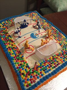 Birthday cupcakes cake for girls fun Ideas Hockey Birthday Cake, Hockey Birthday Parties, Hockey Party, Skate Party, Birthday Treats, Birthday Cupcakes, Birthday Fun, Birthday Party Themes, Hockey Cupcakes