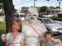 Walmart stores are the best fun providers in the world. Here is the reason how people of Walmart entertain you and make your day. Take a look at these 24 weird people of Walmart that are on another level. Vintage Bizarre, Creepy Vintage, Funny Pix, Funny Pictures, Fail Pictures, Hilarious, Selfie Foto, Evil Bunny, Easter Bunny Costume