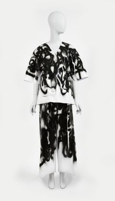 Graffiti V-neck Tee And Pants, from Spring / Summer 2016 Ready-to-Wear collection, 2015