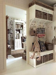 De muur doorbreken en de schuifdeur vastzetten Rivera Maison, Entry Closet, Home Designer, Lets Stay Home, Interior Decorating, Interior Design, Entrance Hall, New Room, House Rooms