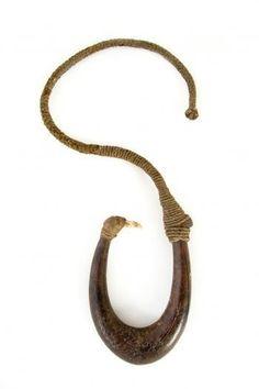 Large matau-fishing hook, a composite fish hook of gigantic… Polynesian People, Polynesian Islands, Maori People, Maori Art, Plant Fibres, Bone Carving, Ocean Art, Aboriginal Art, Fish Hook