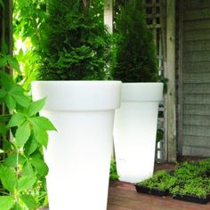 Artkalia Aix Classica | Timeless round planters with wired LED bulb, ideal for large residential and commercial and perfect addition to your outdoor living!