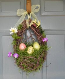 Easter Wreath Spring Wreath Burlap Wreath Grapevine Wreath This listing is for a Easter nest wreath made with little easter eggs! Diy Wreath, Grapevine Wreath, Burlap Wreath, Diy Ostern, Easter Holidays, Easter Wreaths, How To Make Wreaths, Spring Crafts, Easter Baskets