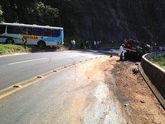 Duas pessoas morrem em acidente envolvendo 4 veículos em Botucatu | Motorista disse que caminhão carregado com cola de asfalto perdeu freio. Casal em uma motocicleta foi atingido e não resistiu aos ferimentos. http://mmanchete.blogspot.com.br/2013/04/duas-pessoas-morrem-em-acidente.html#.UXlrqrU3uHg
