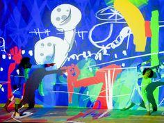 """Mesclando dança, música e grafite no palco, os espetáculos """"VRUM"""" e """"VRUMvrumzinho"""" chegam à Caixa Cultural São Paulo."""