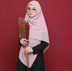 @hijabgaleria Casual Hijab Outfit, Hijab Dress, Hijabi Girl, Girl Hijab, Hijab Niqab, Mode Hijab, Muslim Girls, Muslim Women, Beautiful Hijab Girl