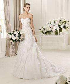 stylish-a-line-chapel-train-organza-sweetheart-wedding-dress