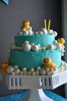 duck cake. would be perfect for a baby shower that the gender is unknown!